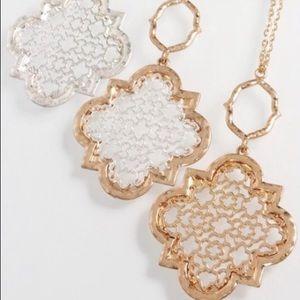 Jewelry - ✨NEW✨ Quatrefoil Filigree Necklace Set